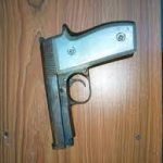 Robbery Victim Resists AK-47-Armed Robber Till Police Arrive